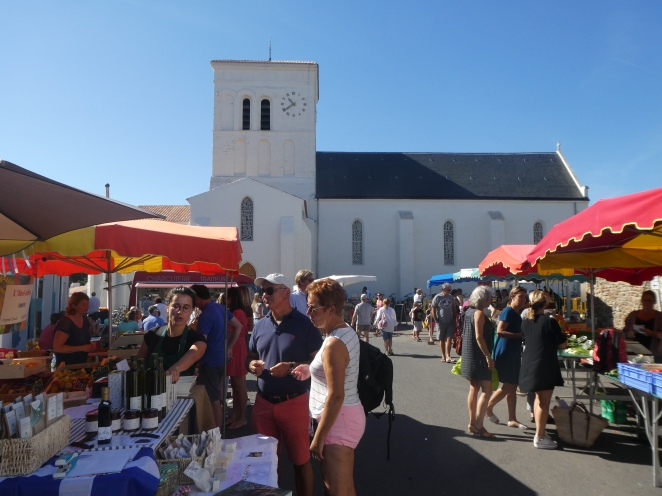 Outdoor market at St. Sauveur, Ile d'Yeu, Frane